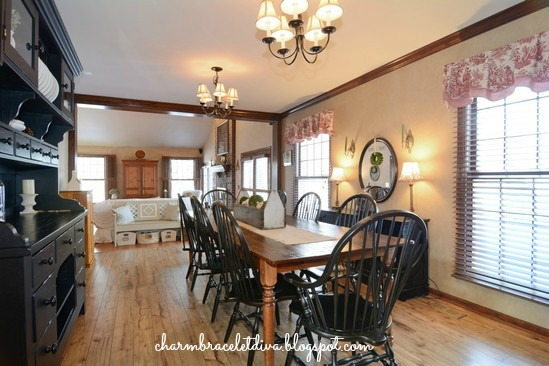 farmhouse kitchen eating area