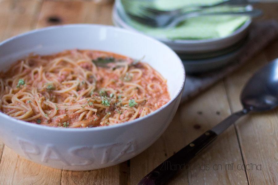 Espaguetis con salchichas frescas con Thermomix