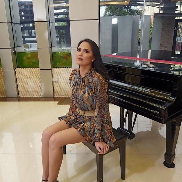Lara Morena 11