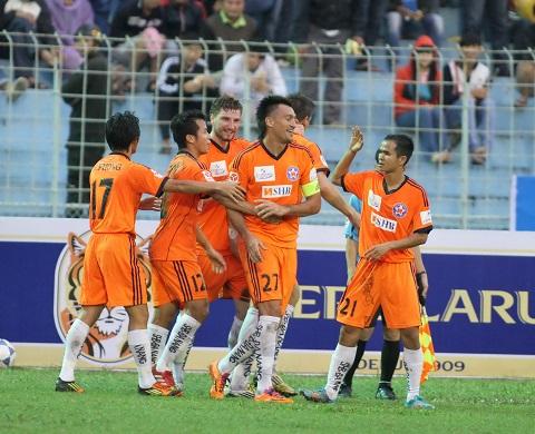 Các cầu thủ ăn mừng bàn thắng được ghi