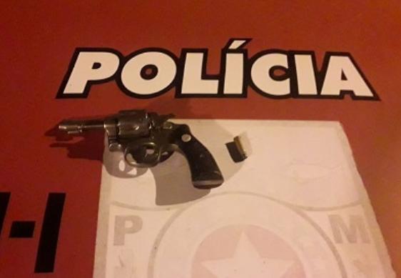 Em Piranhas, PM prende dois homens por porte ilegal de arma de fogo