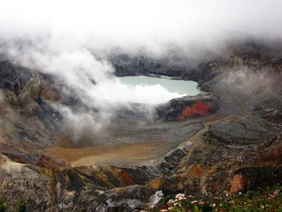 Cráter del Volcan Poas en Costa Rica
