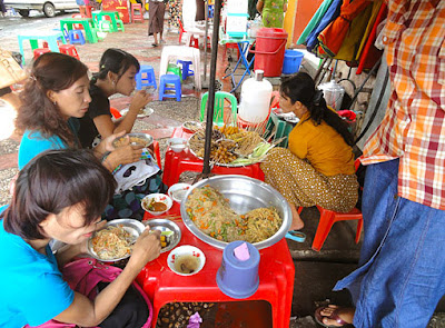 Myanmar street food in Yangon 5