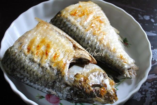 Ikan Terubuk Bakar dan Pencicah Air Asam