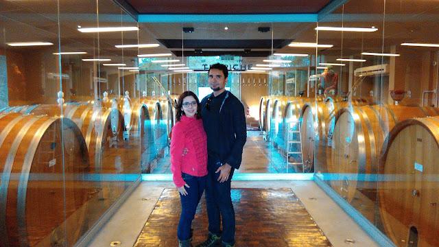 Sala com toneis de vinho na vinícola Trapiche, Mendoza, Argentina.