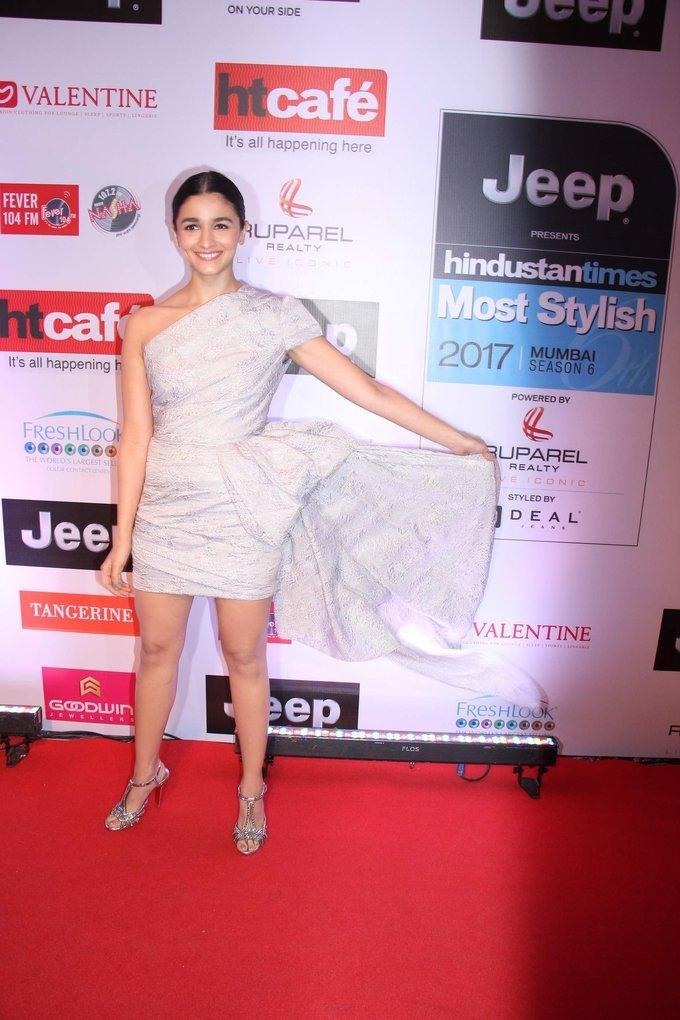 Alia bhatt Stills In White Dress At HT Most Stylish Awards 2017