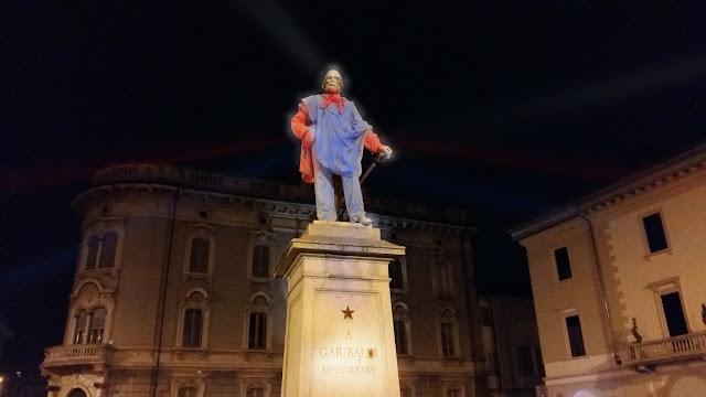 """""""No Grayness Statue's Light"""", Romano Baratta vuol ridare luce alla nostra storia [VIDEO]"""