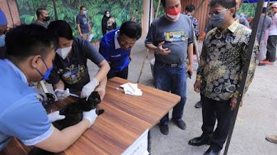 Peringati World Rabies Day, Pemkot Tangerang Beri vaksinasi rabies massal untuk hewan kesayangan