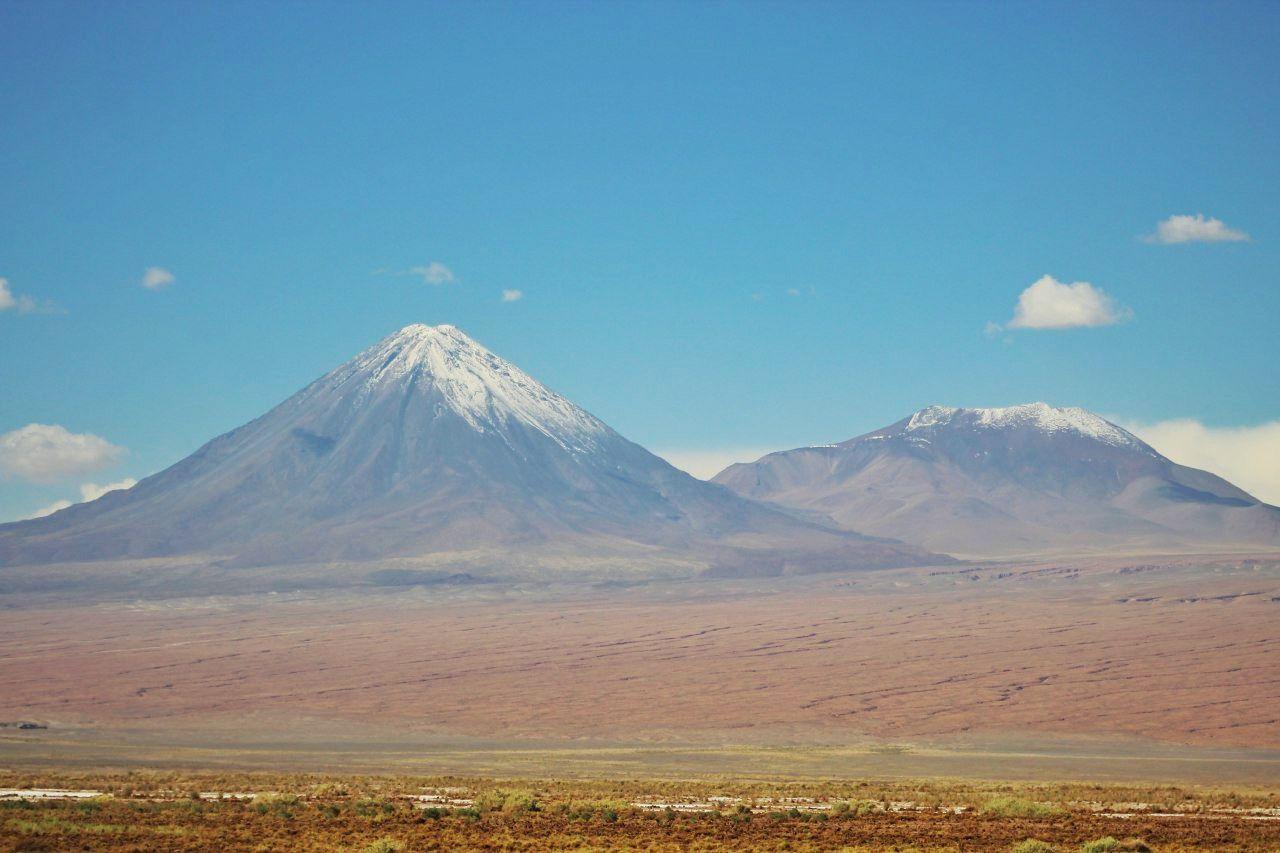Licancabur ao fundo, imponente. Para os nativos, um deus. Para os turistas, uma beleza natural incrível!