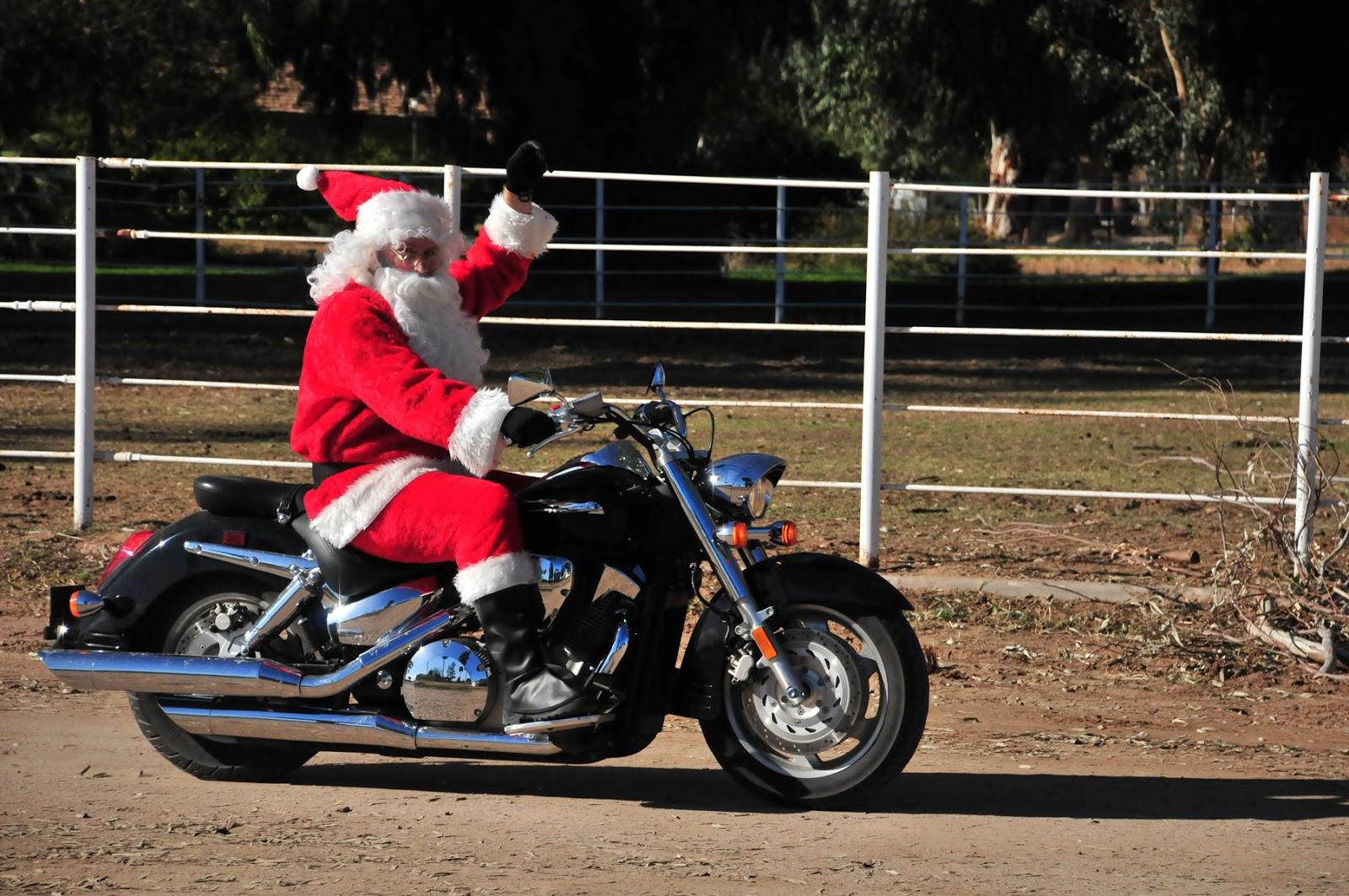 Motoblogn Happy Holidays Santa Rides A Motorcycle