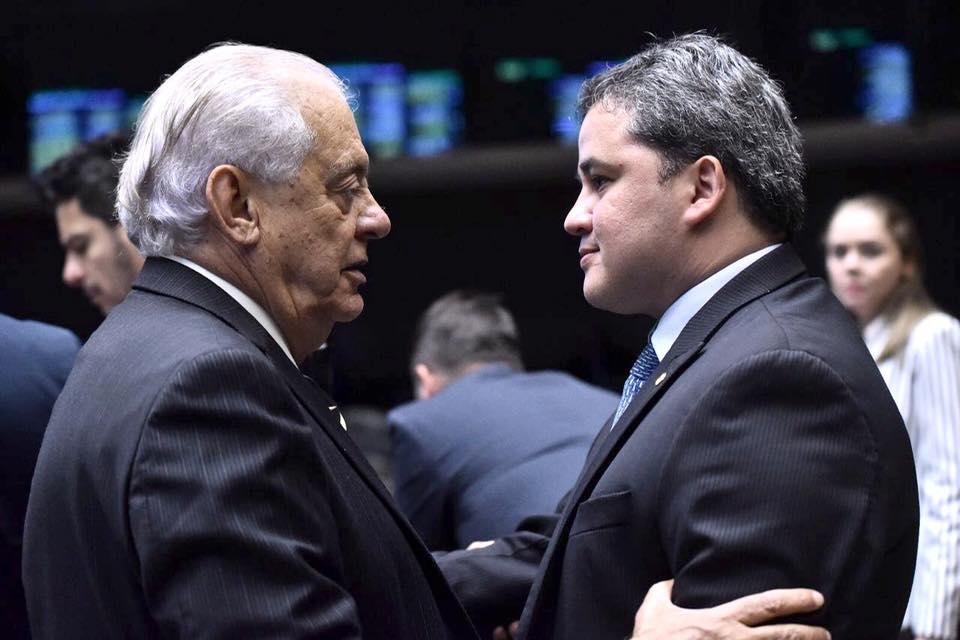 Vitor é rejeitado por 38%; 54,4% acham que ele deve deixar a cadeira de prefeito