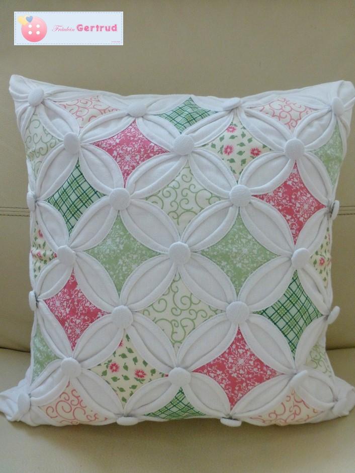fr ulein gertrud cathedral windows patchwork kissen. Black Bedroom Furniture Sets. Home Design Ideas