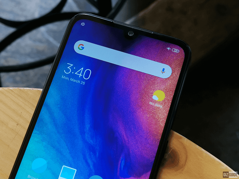 Tiny notch with the selfie cam