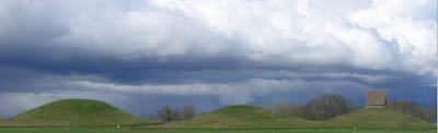 Las tres grandes tumbas de los Reyes Vikingos y la iglesia de Gamla Uppsala