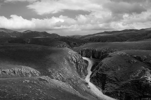 Fotografia del Canyon della Valianara, a Campo Imperatore, ai piedi del Gran Sasso in Abruzzo