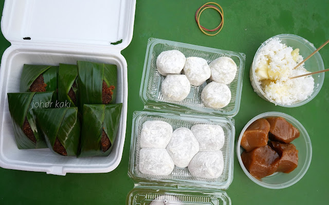 Heng Heng Ondeh Ondeh & Tapioca Cake @ Maxwell Hawker Food Centre Singapore 中国街興興