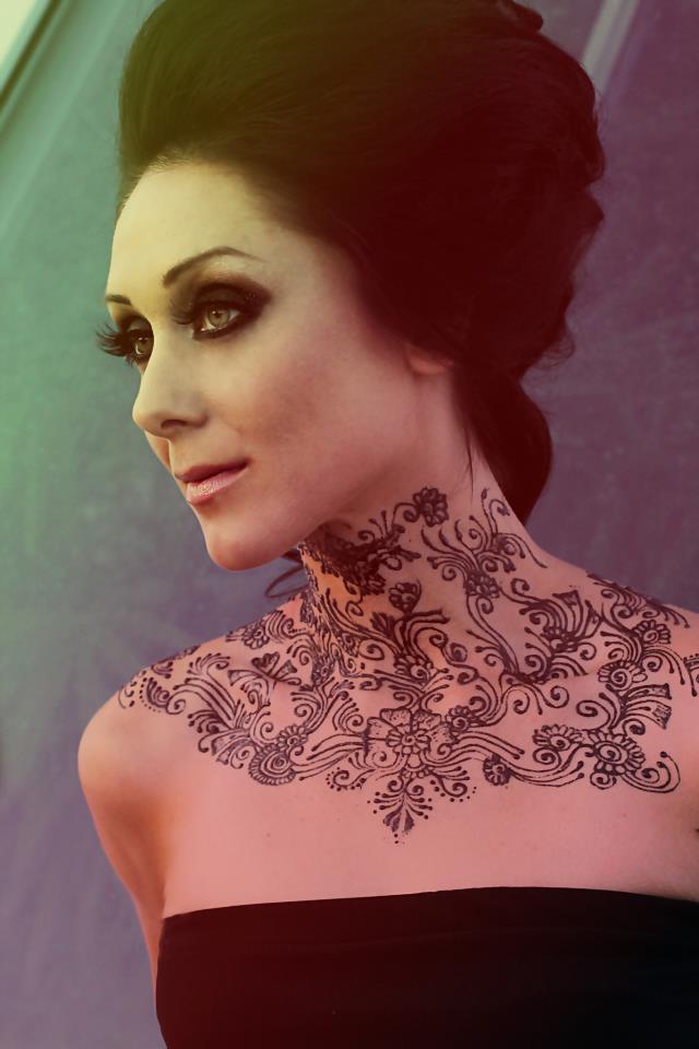 Henna Tattoo Neck Designs: Glitter
