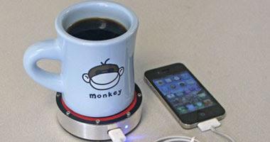شاحن جديد للموبايل عن طريق كوب ساخن من القهوة