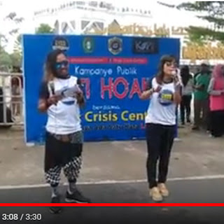 MC Susi Carol and Ipunk Wahaha in action