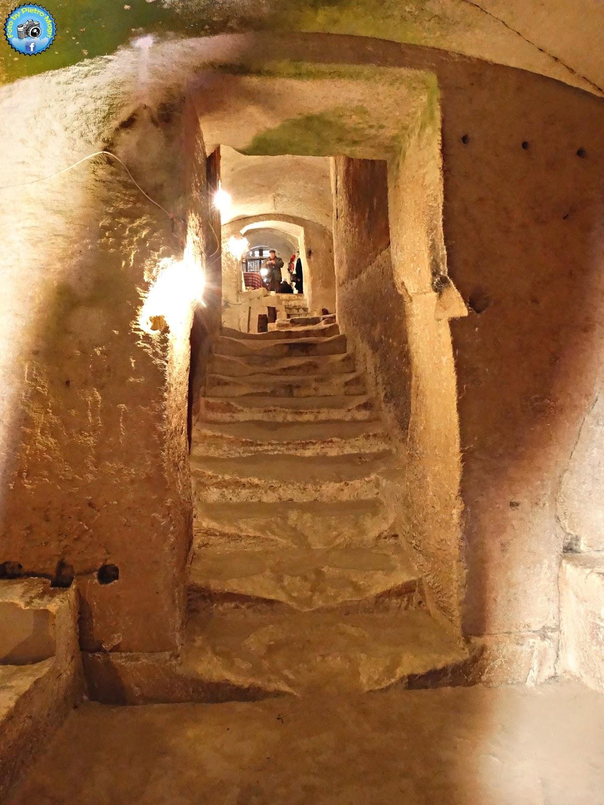 Italia in photo matera esempio di casa grotta for Magri arreda matera