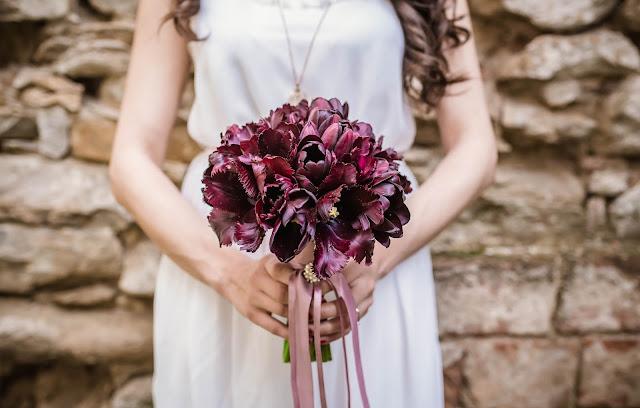 bukiet ślubny z tulipanów