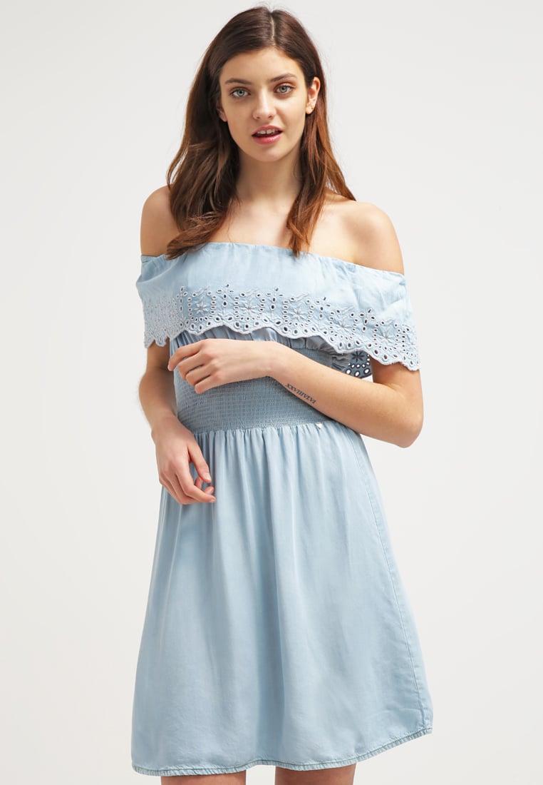 niebieska sukienka, sukienka bez ramiączek, pastelowa