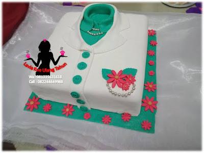 Kue Tart Ulang tahun bentuk baju terlipat