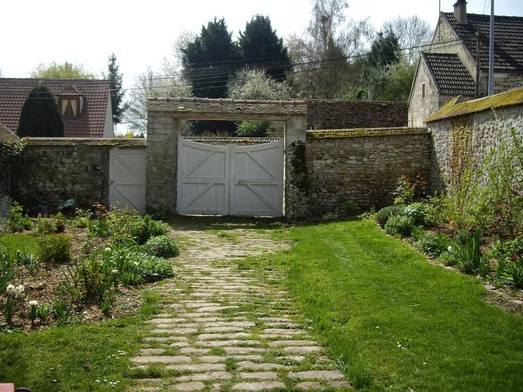 derri re les murs de mon jardin un tour du jardin la d couverte des nouveaux massifs 1 2. Black Bedroom Furniture Sets. Home Design Ideas
