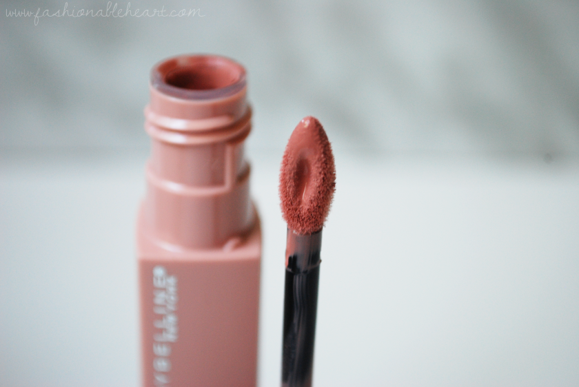 bbloggers, bbloggerca, canadian blog, beauty blog, maybelline, superstay, matte ink, lipstick, liquid lipstick, loyalist, 16 hours wear, long lasting, pinky nude, pink nude, applicator, swatch, review, drugstore, packaging, does it last, how long, pink lips, nude lips