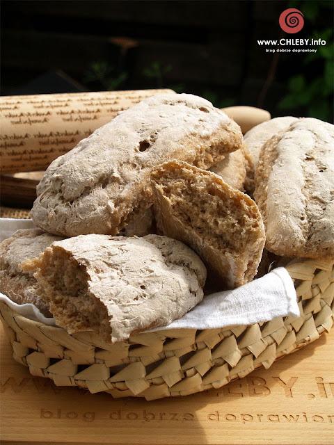 Pszenno-żytnie bułki z płatkami owsianymi i miodem na zakwasie pszennym