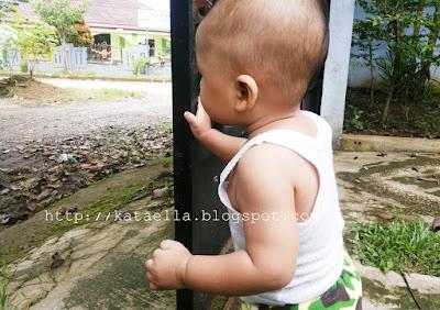 si kecil yang penakut, Lima Cara Agar Si Kecil Tidak Penakut, agar si kecil tidak penakut, agar anak pemberani, agar anak tidak takut hewan, parenting, Ella Nurhayati, http://kataella.blogspot.com