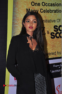 Actress Amala Paul Stills in Black Dress at South Scope Lifestyle Awards 2016 Red Carpet  0080.JPG