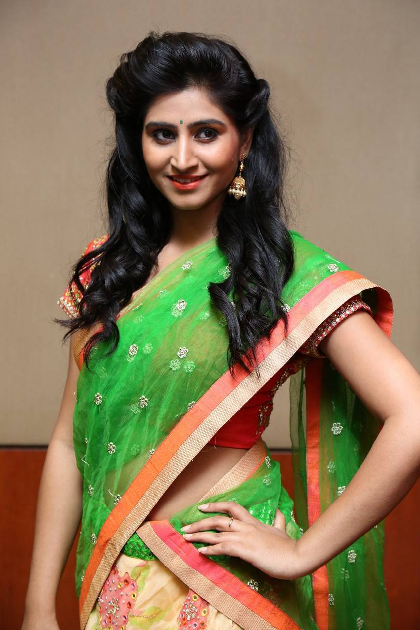 Shamili Hot Photos In Green Half Saree