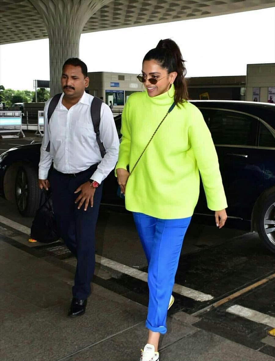 Indian Girl Deepika Padukone Seen Without makeup Face in Airport