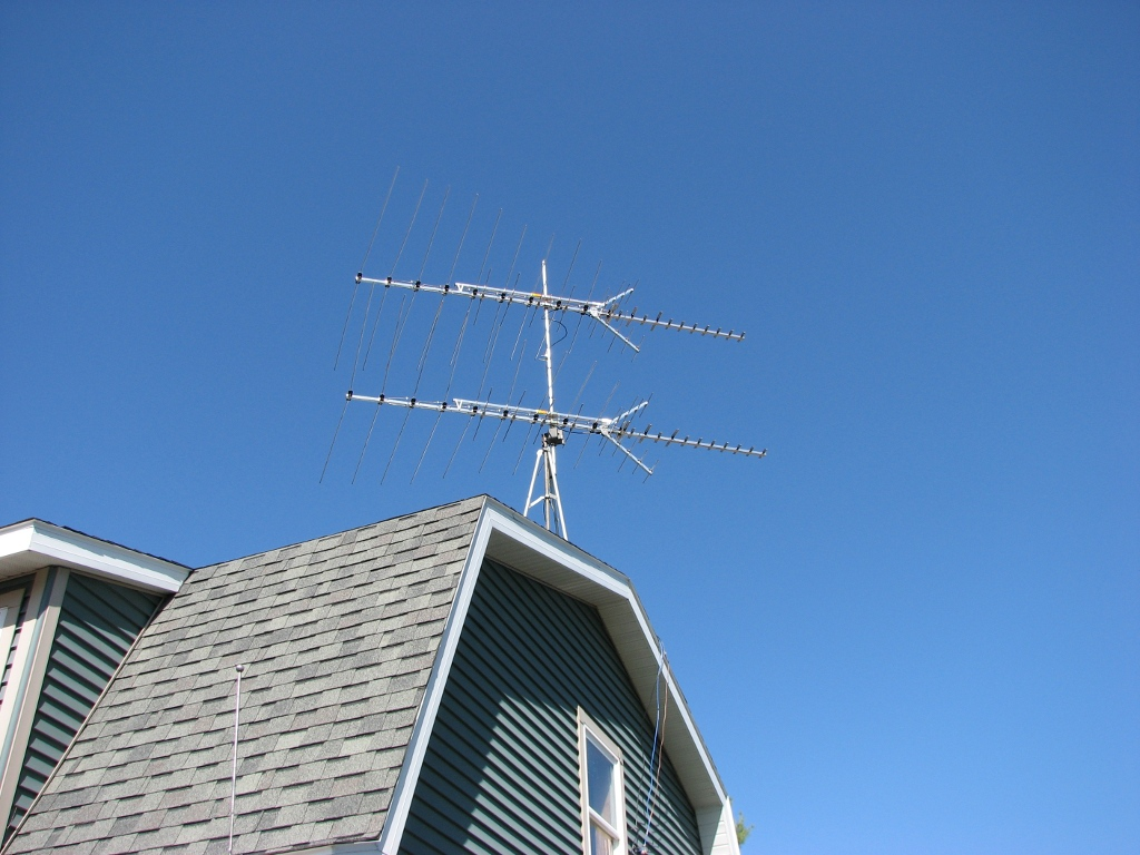 Audio, etc : Double-stack antenna for Over-The-Air TV