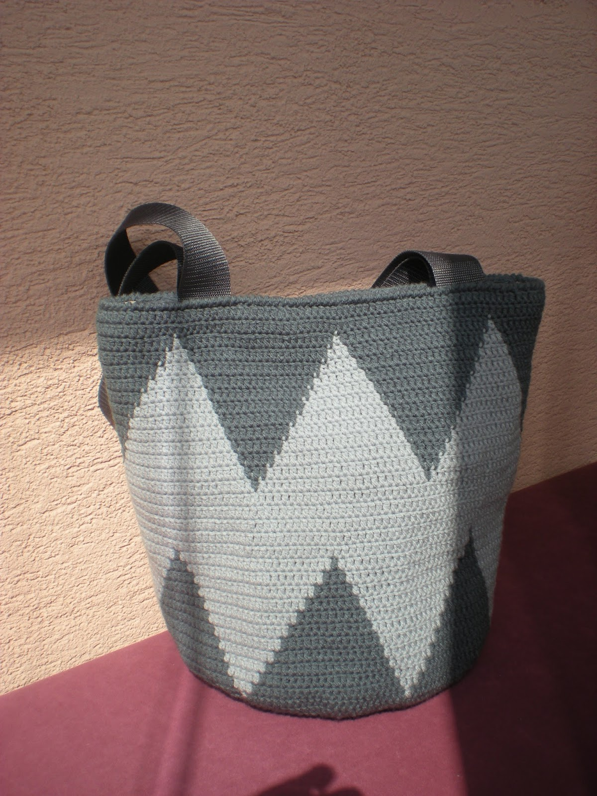 EmmHouse: Sharp tapestry crochet bag – free written pattern
