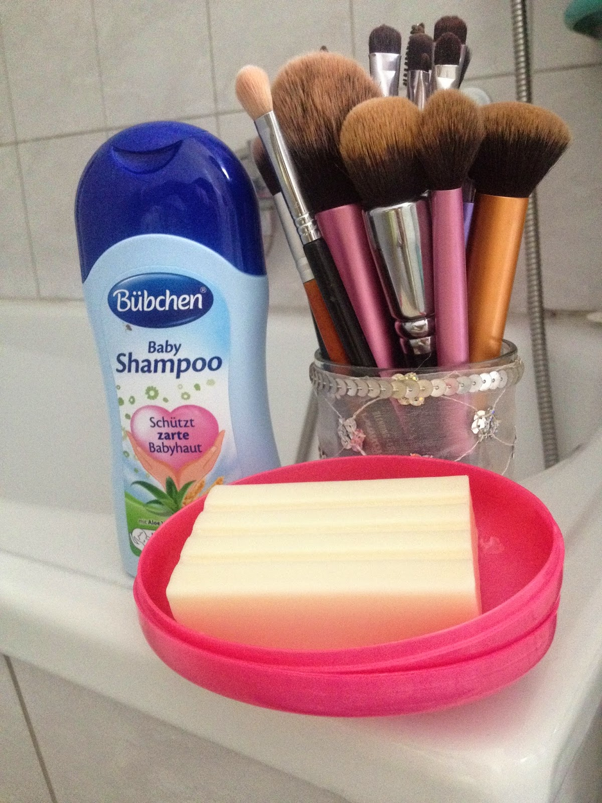 Raspberry Lipstick Make Up Pinsel Reinigen Baby Shampoo Kernseife