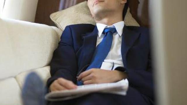 laki - laki  tidur siang