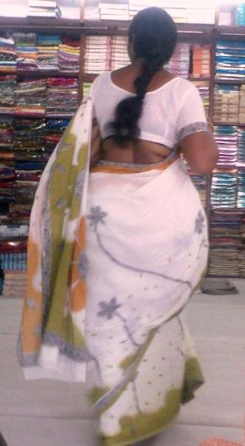 butt crack saree aunty