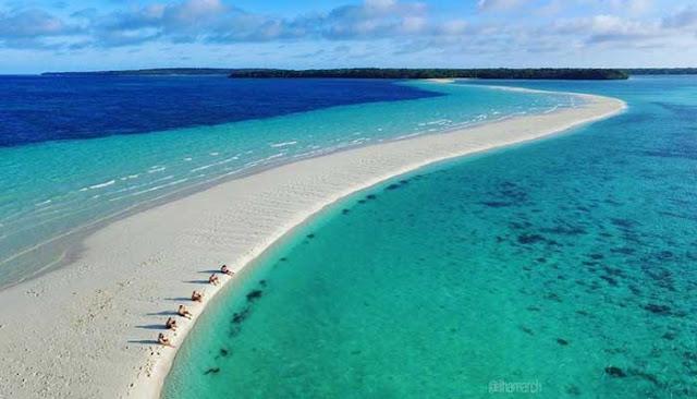 Menikmati Keindahan Pantai Ngurtafur Di Maluku