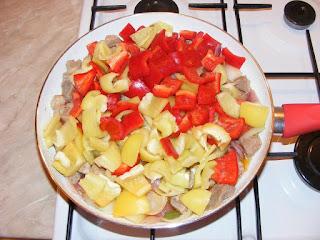 retete, carne si legume la tigaie, retete de mancare, mancaruri cu carne si legume, pui, porc, preparate din carne si legume, retete culinare,