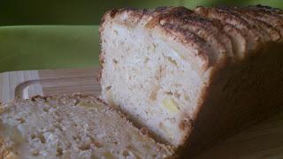 Plum cake de manzana a la canela con cabello de ángel y queso. Esponjoso tierno jugoso suave sencillo Receta con horno Cuca Otoño