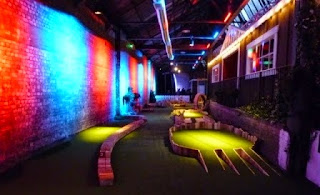 Swingers Indoor Mini Golf in London