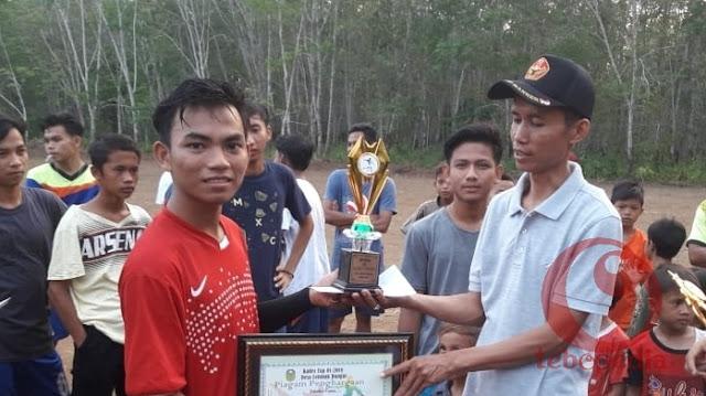 Tutup Turnamen Antar Rukun Tetangga, Roni Pasla Resmikan Lapangan Sepakbola