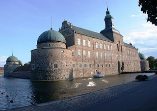 Vadstena Castle moats picture