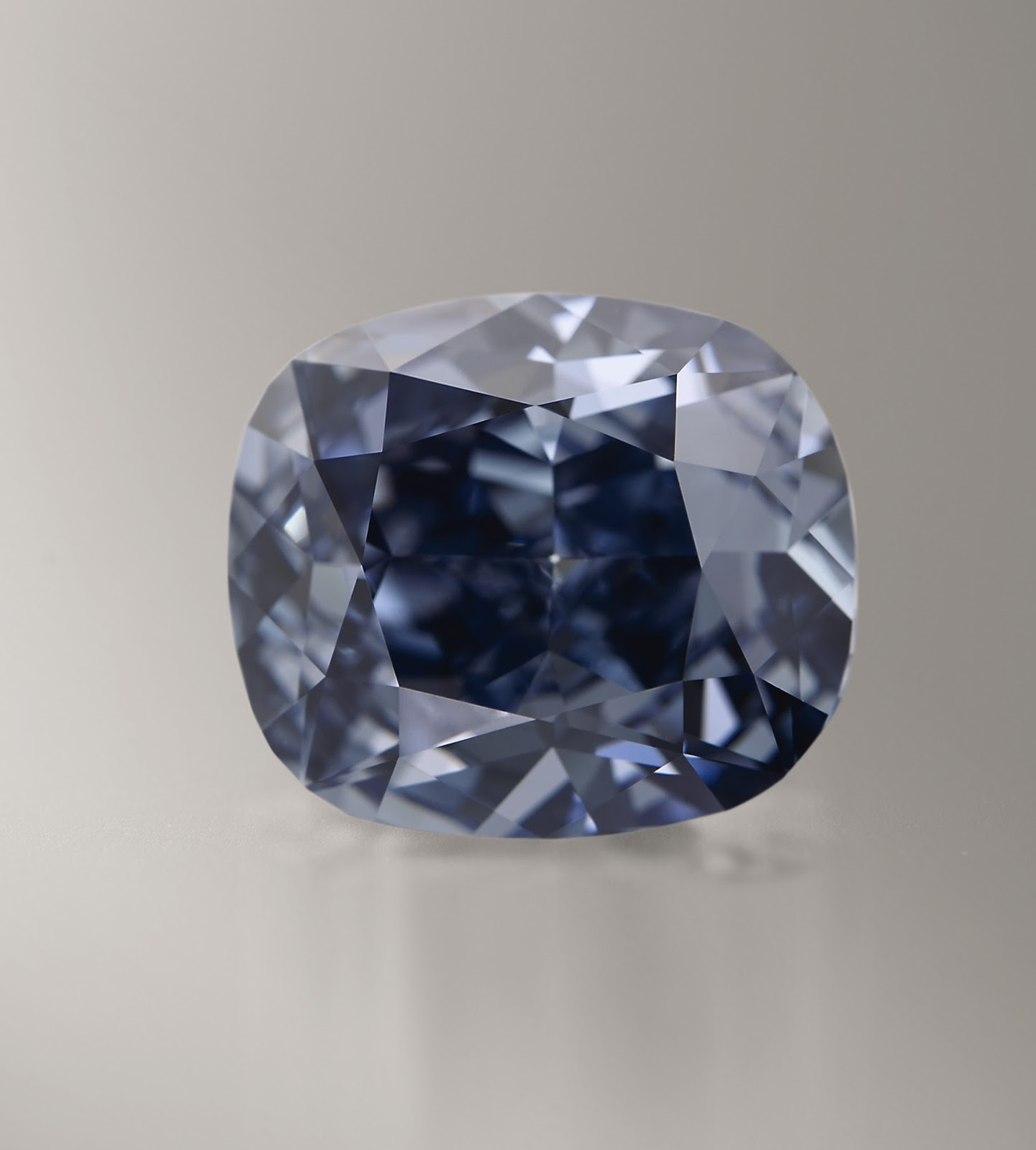 Kee Hua Chee Live Sotheby S To Auction The 12 Carat Blue