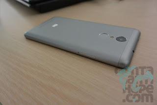 Xiaomi Redmi Note 3 - tampak belakang samping, cantik sekali