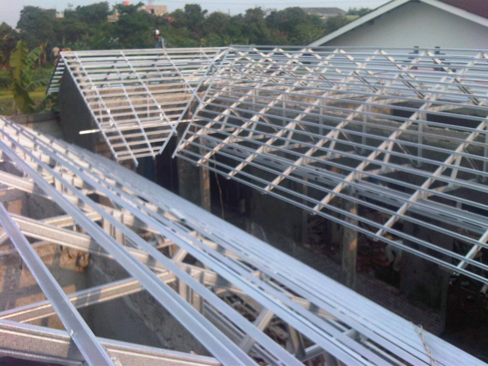 bagus atap baja ringan atau kayu rangka