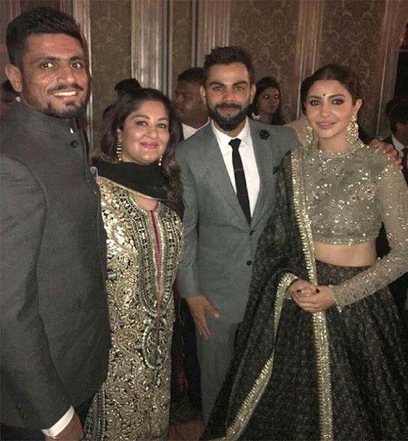 Anushka-Sharma-and-Virat-Kohli-at-Sagarika-Ghatge-and-Zaheer-Khans-wedding-reception-in-Mumbai