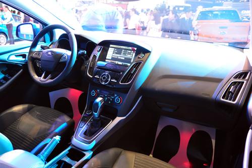 Ford Focus 2016 noi that - Ford Focus 2016 trình làng thách thức Toyota Altis tại Việt Nam - Muaxegiatot.vn